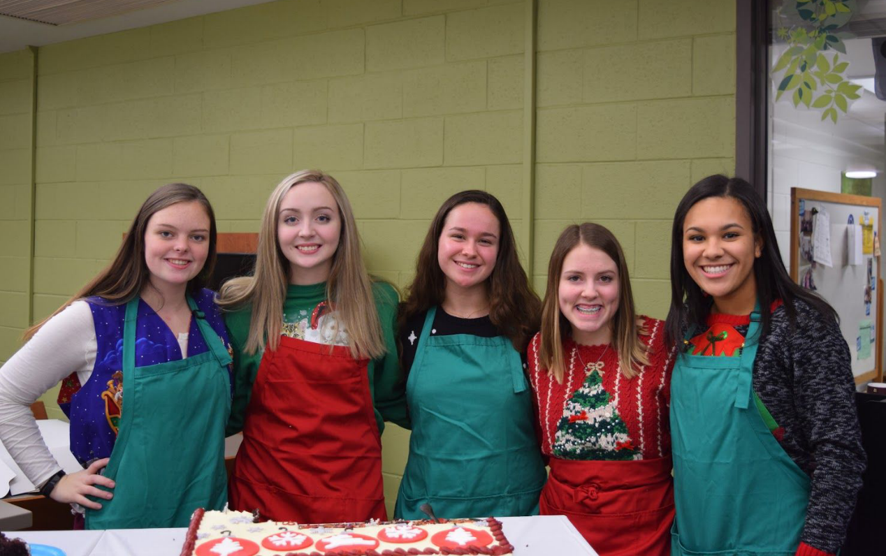 Showing their thanks! Student Council officers Sadie Grunwell ('19), Mary Clay ('19), Elaina Gieger ('19), Alexis Gift ('19) and Alanna Braxton ('19) run the staff luncheon.